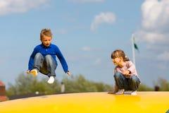 Скача дети Стоковые Изображения RF