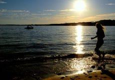 скача женщина силуэта Стоковое Изображение RF