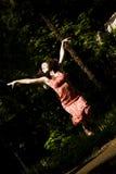 скача женщина Стоковые Фотографии RF
