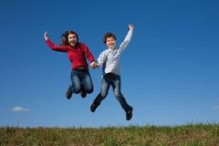 скача малыши напольные Стоковое Фото