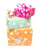 Скачками штабелированные подарочные коробки Стоковые Изображения