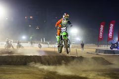 Скачка, гонщик Индия велосипеда грязи стоковое изображение