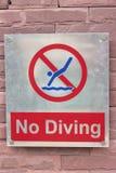 Скачка знака запрета в бассейн на поле Стоковая Фотография