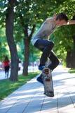 Скачка скейтборда Стоковые Фотографии RF