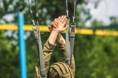 скачка тренировки парашютиста от парашюта Стоковые Изображения RF