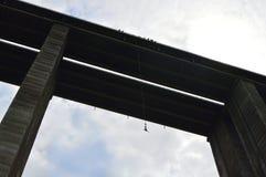 Скачка Bungee от высокого виадука в 390 футов Стоковое Изображение RF