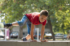 Скачка Parkour над стеной 2 Стоковая Фотография RF