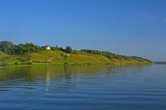 Скачком банк реки Oka в городе Kasimov, России Стоковые Изображения RF
