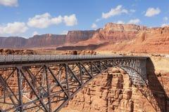 скачком металл пустыни свободного полета моста стоковые изображения rf