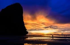 Скала и заход солнца Стоковые Фотографии RF