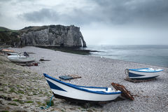 Скала и пляж Etretat в Нормандии, Франции Стоковые Изображения