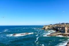 Скала пляжа Santa Cruz Тихий Океан Стоковое Изображение RF