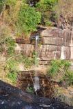 Скала с водопадом Стоковые Изображения RF