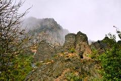 Скала с пещерой около монастыря Geghard, Армении Стоковые Изображения
