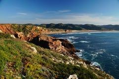 Скалистая береговая линия на западном побережье Algarvian Стоковое Изображение