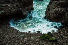 Скалистая береговая линия Arica Чили стоковые изображения rf