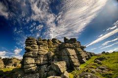 Скалистая вершина гончей с циррусом стоковые изображения