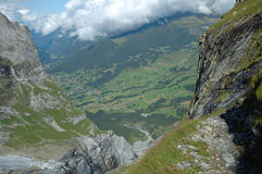Скалистая долина близрасположенное Grindelwald в Швейцарии Стоковая Фотография