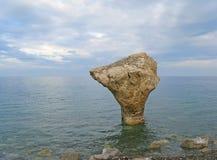 Скалистое каменистое морское побережье Стоковое Изображение