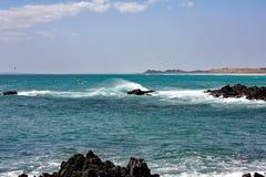 Скалистое море Coast#6: Остров Masirah, Оман Стоковые Изображения RF