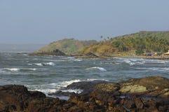 Скалистое побережье Аравийского моря в Goa Стоковое Изображение RF