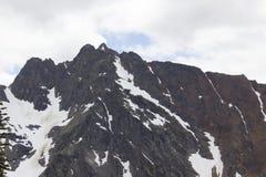 Скалистые горные пики с заплатой свода или снега Стоковое фото RF