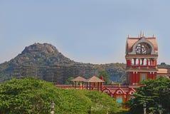 Скалистые холм и здание Eureka в городе фильма Ramoji Стоковая Фотография RF