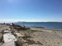 Скалистый взгляд воды молы Стоковые Фотографии RF