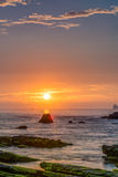 Скалистый восход солнца seashore Стоковые Фото
