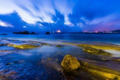 Скалистый восход солнца seashore Стоковые Изображения RF