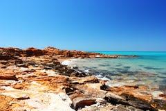 Скалистый залив около причала, Broome, Австралия Стоковые Изображения RF