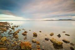 Скалистый край вод стоковые фото