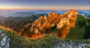 Скалистый пик на заходе солнца - Rozsutec стоковое изображение