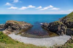 Скалистый пляж на болгарском побережье Чёрного моря стоковая фотография rf