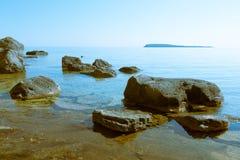 Скалистый пляж стоковая фотография