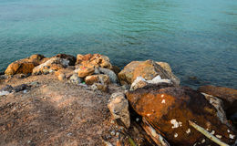 Скалистый тайский Lan Koh пляжа острова Стоковая Фотография