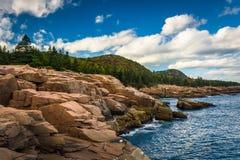 Скалы выдры и Атлантический океан в национальном парке Acadia, Mai стоковые фото