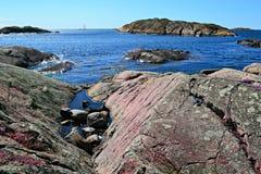 Скалы в море стоковое изображение rf