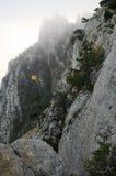 Скалы в тумане стоковая фотография