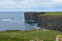 скалы Ирландия Стоковая Фотография