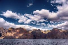 Скалы Лос Gigantes, от моря стоковая фотография