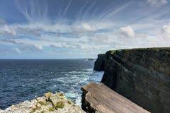 Скалы моря, графство Клара, Ирландия Стоковое Изображение RF