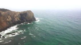 Скалы на океане на туманный день Стоковое Изображение RF