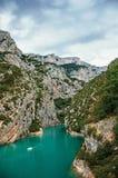 Скалы на реке Verdon, около озера Sainte-Croix в национальном парке Verdon стоковые фотографии rf
