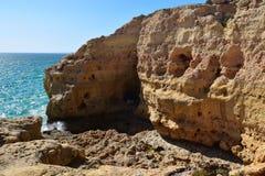 Скалы на Carvoeiro Португалии Стоковые Изображения RF