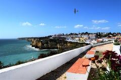 Скалы на Carvoeiro Португалии Стоковое фото RF