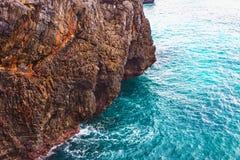 Скалы atlantic океана ландшафта перемещения природы исследуют мир Стоковые Изображения RF