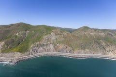 Скалы Malibu и шоссе Тихоокеанского побережья в Калифорнии Стоковые Фотографии RF