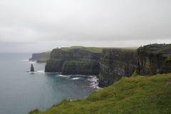 Скалы moher в Кларе co , Ирландия Стоковая Фотография