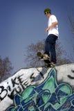 скейтбордист падения готовый к Стоковые Изображения RF